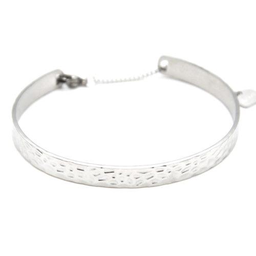 Bracelet-Jonc-Acier-Argente-avec-Motif-Martele-et-Chainette-Fermoir