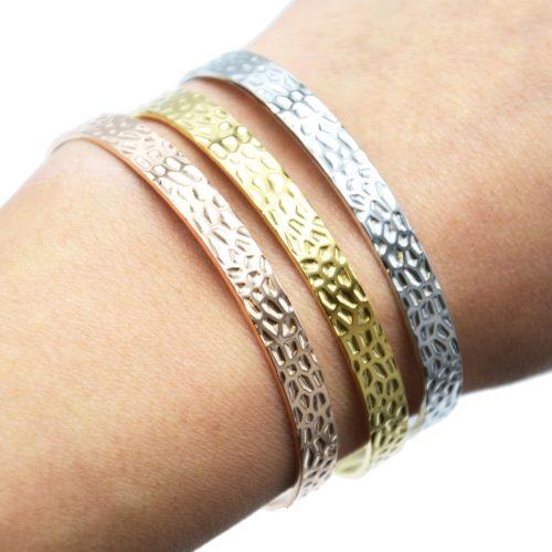 Bracelet-Jonc-Acier-avec-Motif-Martele-et-Chainette-Fermoir