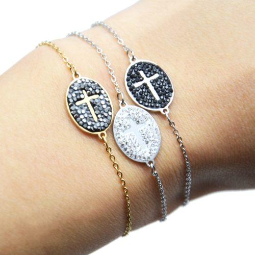 Bracelet-Fine-Chaine-Acier-avec-Croix-Contour-Ovale-Strass