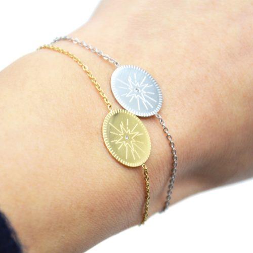 Bracelet-Fine-Chaine-avec-Charm-Medaille-Gravee-Etoile-Polaire-Acier