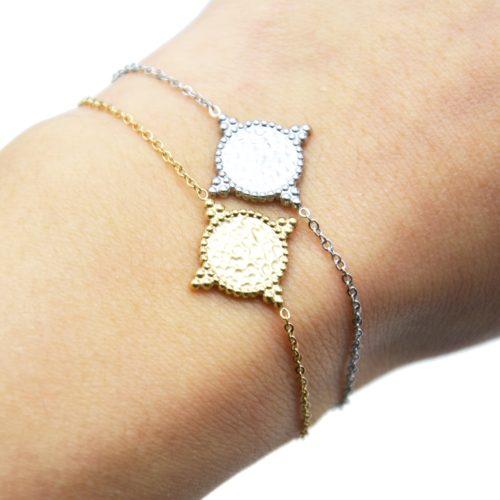 Bracelet-Fine-Chaine-avec-Cercle-Martele-Contour-Points-Acier