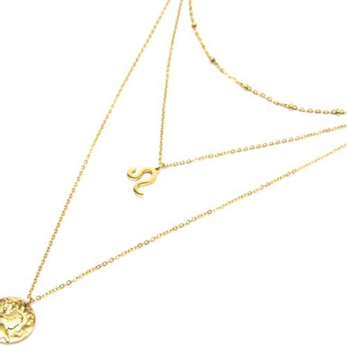 Collier-Triple-Chaine-Signe-Astro-et-Medaille-Martelee-Lion-Acier-Dore