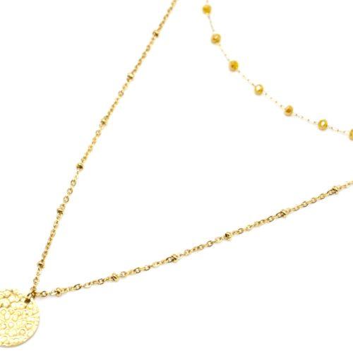 Collier-Double-Chaine-avec-Perles-Moutardes-et-Medaille-Martelee-Acier-Dore