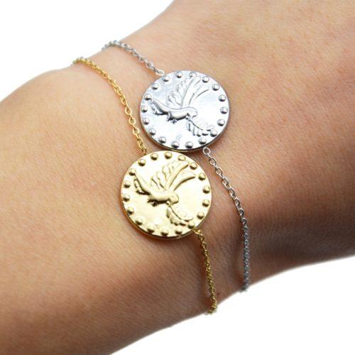 Bracelet-Fine-Chaine-avec-Medaille-Martelee-Colombe-et-Points-Acier