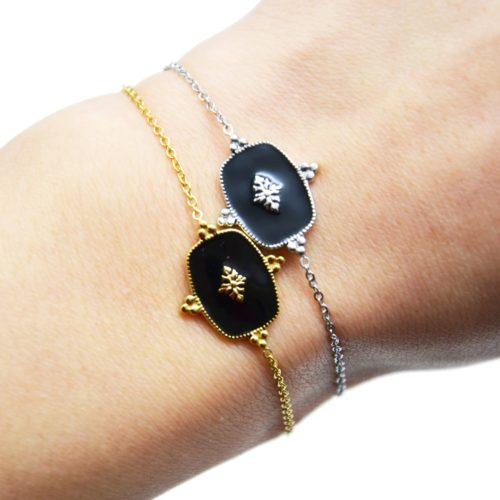 Bracelet-Fine-Chaine-avec-Medaille-Email-Noir-Motif-Baroque-et-Acier