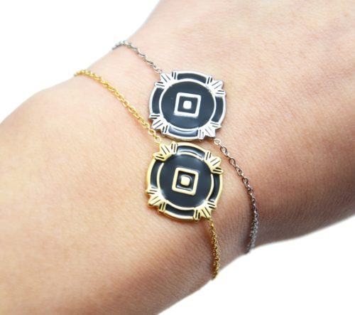 Bracelet-Fine-Chaine-avec-Medaille-Email-Noir-Losange-et-Motifs-Acier