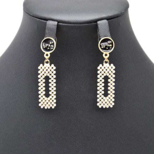 Boucles-dOreilles-Pendantes-Cercle-Noir-et-Rectangle-Mini-Perles-Ecru
