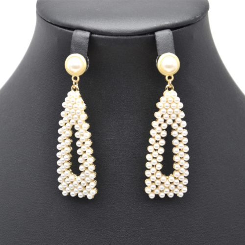 Boucles-dOreilles-Pendantes-Perle-Contour-Dore-et-Triangle-Mini-Perles-Ecru