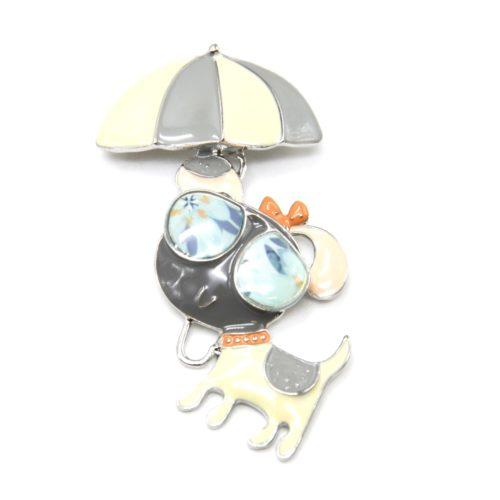 Broche-Chien-Metal-Peint-Gris-Ecru-avec-Parasol-et-Lunettes-de-Soleil