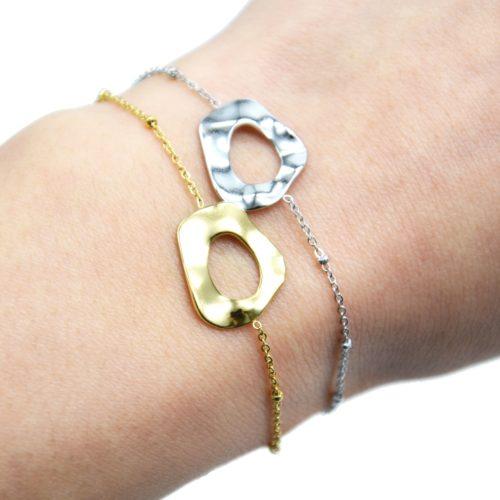 Bracelet-Chaine-Boules-avec-Charm-Forme-Contour-Martele-Acier