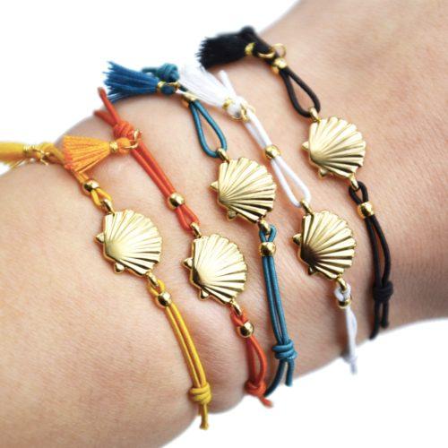 Bracelet-Elastique-avec-Charm-Coquillage-Acier-Dore-et-Pompon