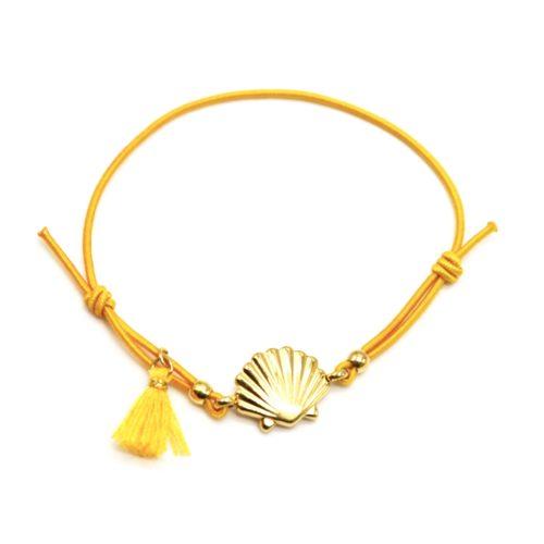 Bracelet-Elastique-Moutarde-avec-Charm-Coquillage-Acier-Dore-et-Pompon