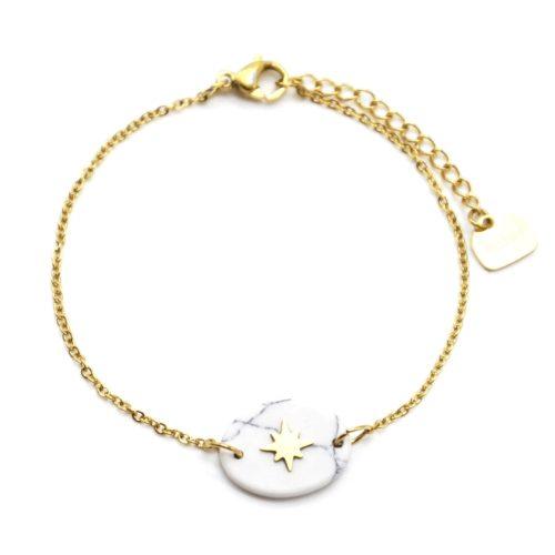 Bracelet-Fine-Chaine-Acier-Dore-avec-Pierre-Ovale-Effet-Marbre-Blanc-et-Motif-Etoile-Polaire