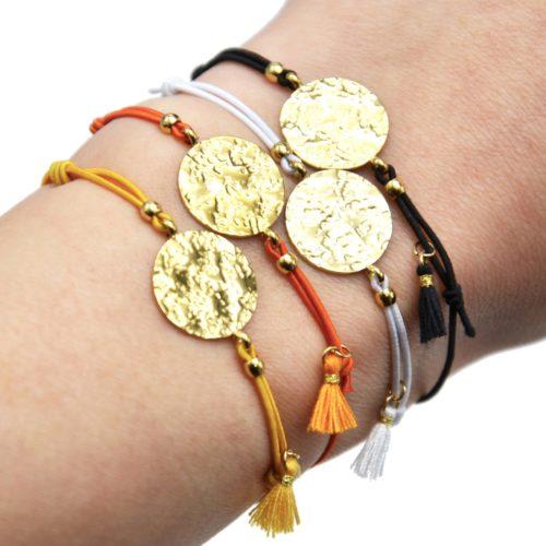 Bracelet-Elastique-Charm-Medaille-Martelee-Acier-Dore-et-Pompon