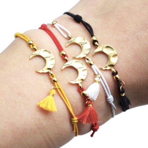 Bracelet-Elastique-Charm-Corne-Lune-Martelee-Acier-Dore-et-Pompon