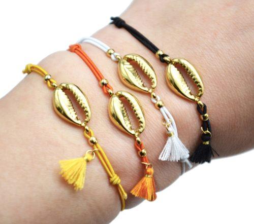 Bracelet-Elastique-Charm-Cauri-Acier-Dore-et-Pompon
