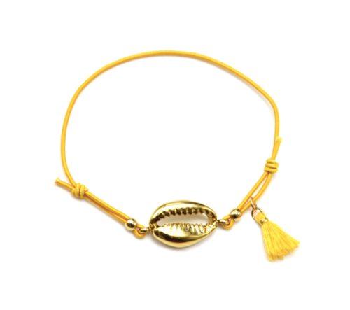 Bracelet-Elastique-Moutarde-Charm-Cauri-Acier-Dore-et-Pompon