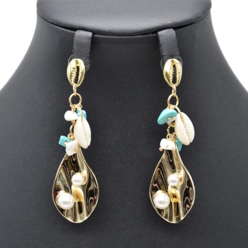 Boucles-dOreilles-Feuille-Metal-Dore-avec-Cauris-Perles-et-Pierres-Turquoise-Blanc