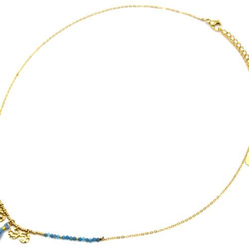 Collier-Fine-Chaine-Acier-Dore-avec-Medailles-Martelees-Perles-et-Pompon-Bleu