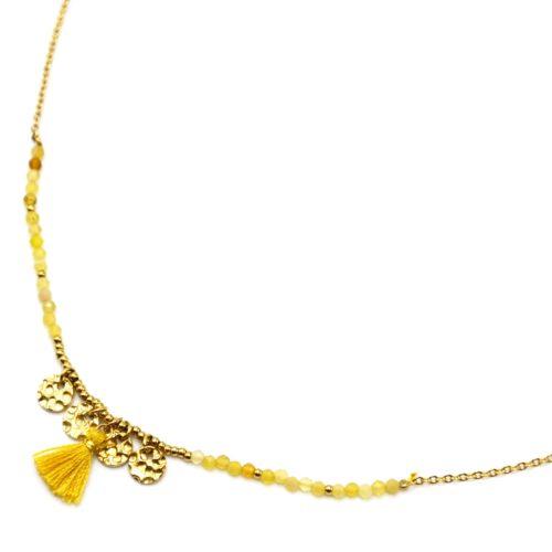 Collier-Fine-Chaine-Acier-Dore-avec-Medailles-Martelees-Perles-et-Pompon-Moutarde