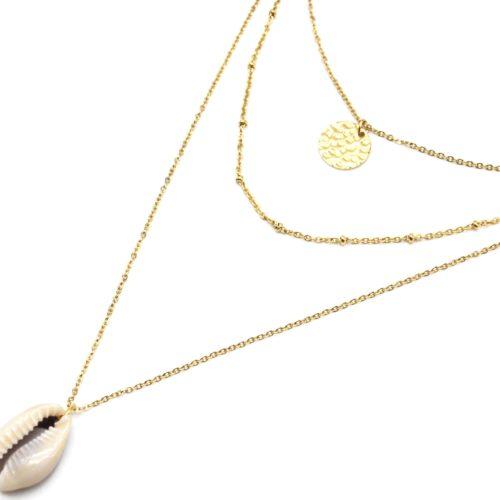 Collier-Triple-Chaine-avec-Medaille-Martelee-Boules-Acier-Dore-et-Cauri