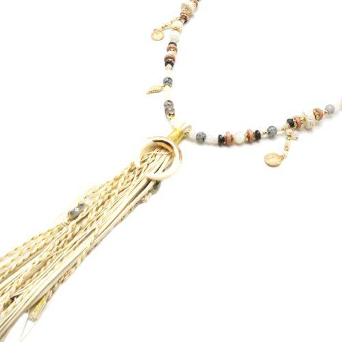 Sautoir-Collier-Perles-Verre-avec-Corne-Resine-et-Pompon-Franges-Tresses-Ecru