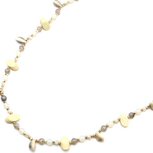 Sautoir-Collier-Perles-Verre-et-Ovales-Bois-Beige-avec-Multi-Cauris