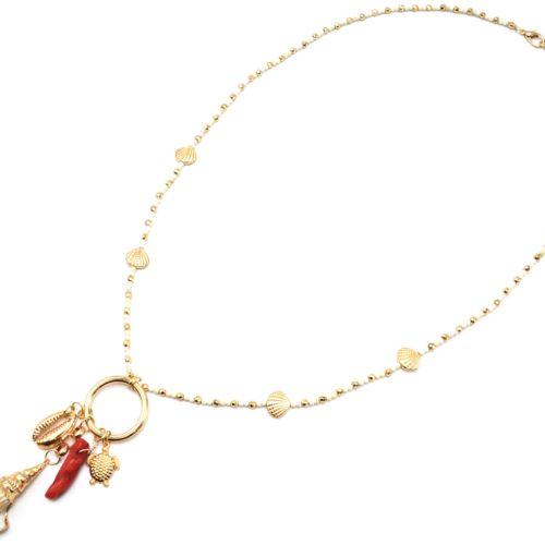 Sautoir-Collier-Perles-Ecru-avec-Charms-Coquillages-Piment-Tortue-et-Cauri-Dore