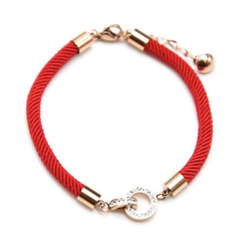 Bracelet-Cordon-Rouge-avec-Charm-Cercles-Entrelaces-Strass-et-Acier-Or-Rose