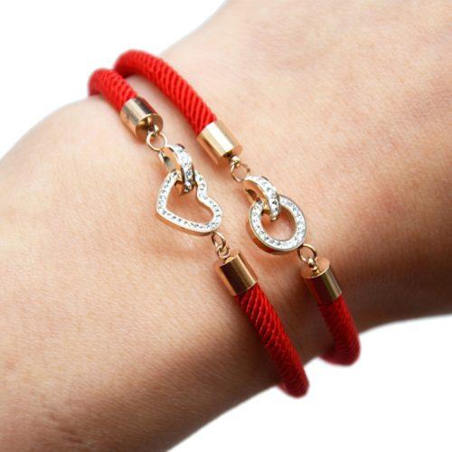 Bracelet-Cordon-Rouge-avec-Charm-Entrelaces-Strass-et-Acier-Or-Rose