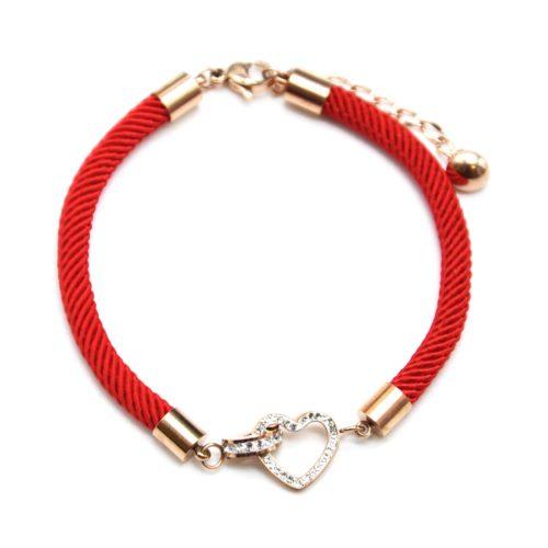 Bracelet-Cordon-Rouge-avec-Charm-Coeurs-Entrelaces-Strass-et-Acier-Or-Rose