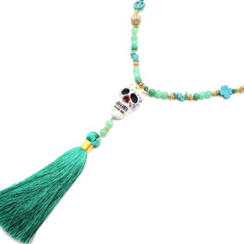 Sautoir-Collier-Perles-Bois-Charms-avec-Tete-de-Mort-Mexicaine-et-Pompon-Vert