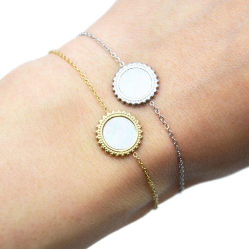 Bracelet-Fine-Chaine-avec-Soleil-Acier-Centre-Nacre-Blanc