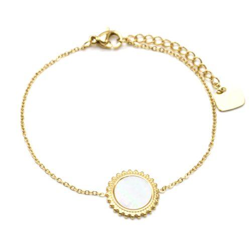 Bracelet-Fine-Chaine-avec-Soleil-Acier-Dore-Centre-Nacre-Blanc