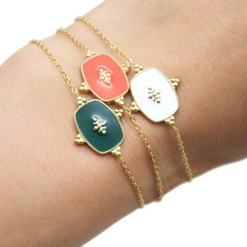 Bracelet-Fine-Chaine-avec-Medaille-Email-Couleur-Motif-Baroque-et-Acier-Dore