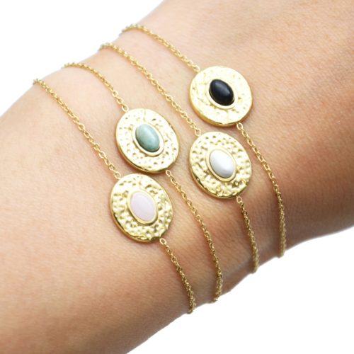 Bracelet-Fine-Chaine-avec-Ovale-Martele-Acier-Dore-et-Pierre-Couleur