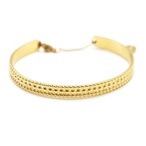 Bracelet-Jonc-Acier-Dore-avec-Motif-Points-Contour-Rayures-et-Chainette-Fermoir