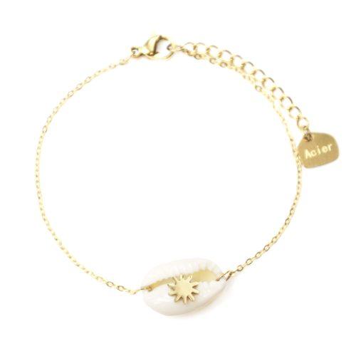 Bracelet-Fine-Chaine-Acier-Dore-avec-Coquillage-Cauri-Ecru-et-Soleil