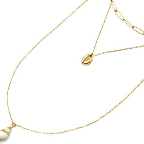 Collier-Triple-Chaine-avec-Maillons-Cauri-Acier-Dore-et-Coquillage-Blanc
