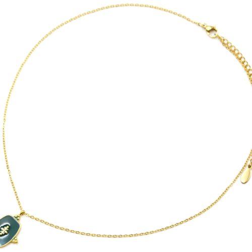 Collier-Fine-Chaine-avec-Medaille-Email-Vert-Sapin-Motif-Baroque-et-Acier-Dore