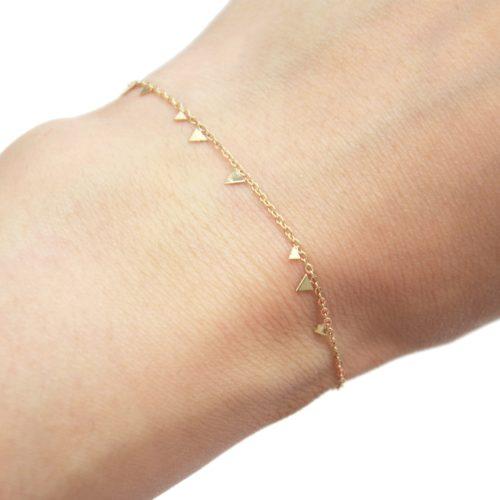 Bracelet-Fine-Chaine-avec-Mini-Pampilles-Triangles-Acier-Dore
