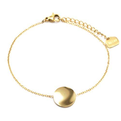 Bracelet-Fine-Chaine-avec-Medaille-Martelee-Acier-Dore