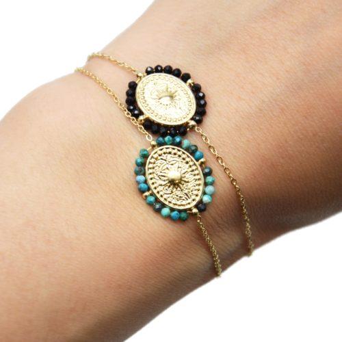 Bracelet-Fine-Chaine-avec-Medaille-Ovale-Soleil-Acier-Dore-et-Contour-Perles