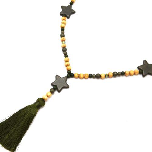 Sautoir-Collier-Perles-Bois-et-Effet-Marbre-avec-Triple-Etoiles-Pierre-et-Pompon-Kaki-Fonce