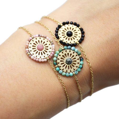 Bracelet-avec-Fleur-Ajouree-Acier-Dore-Pierre-et-Contour-Perles