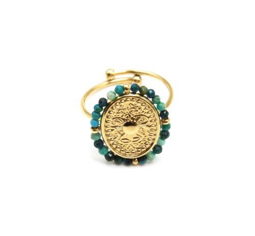 Bague-avec-Medaille-Ovale-Soleil-Acier-Dore-et-Contour-Perles-Vertes