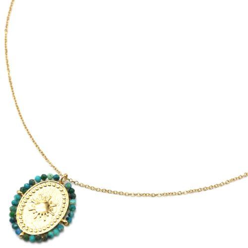 Collier-Pendentif-Medaille-Ovale-Soleil-Acier-Dore-et-Contour-Perles-Vertes
