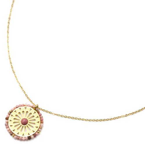 Collier-Pendentif-Fleur-Ajouree-Acier-Dore-Pierre-et-Contour-Perles-Roses