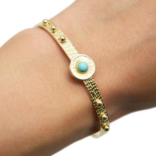 Bracelet-Jonc-Martele-avec-Billes-et-Cercle-Grave-Soleil-Acier-Dore-Pierre-Turquoise