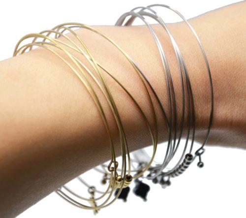 Bracelet-Semainier-Multi-Joncs-Acier-avec-Billes-Etoile-et-Trefle-Noir